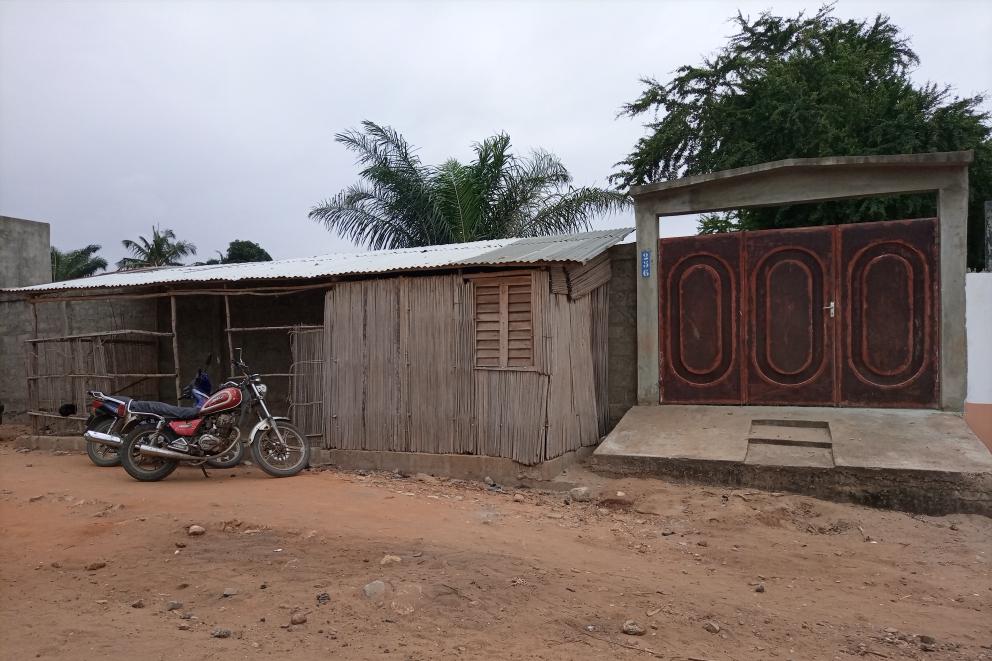Parcelle clôturée lotie et recasée de 383m² à 18 millions à Akogbato